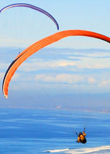 Image of hang gliders in San Diego